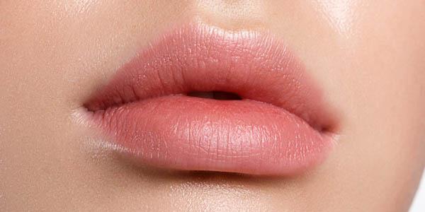 lèvres injection acide hyaluronique bordeaux